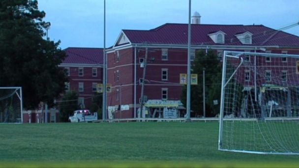PHOTO: Emergency officials respond to an explosion at a Murray State University residence hall in Kentucky.