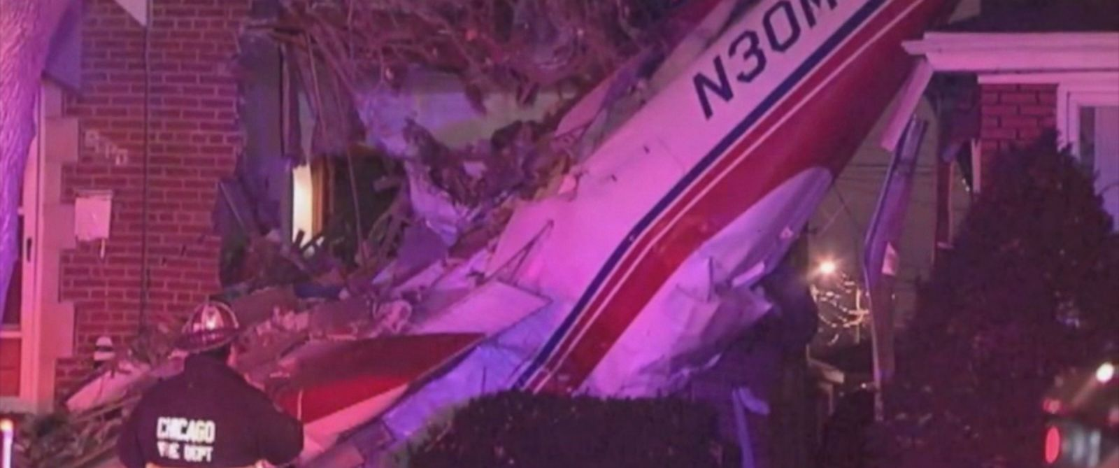 PHOTO: Authorities are investigating after a plane crashed into a Chicago home, Nov. 18, 2014.