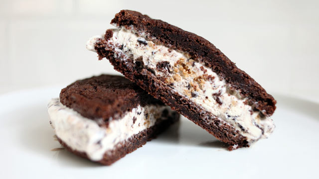 PHOTO: SiftCup Dessert bar's, located in San Francisco, famous Ice Cream Sandwich is seen here.