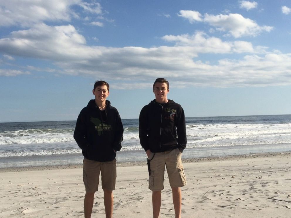 PHOTO: Ryan Covil, 15, and Gianni Buffalino, 15, found a seal from the New England area on Lea Island in Hempstead, North Carolina, on Feb. 17, 2016.