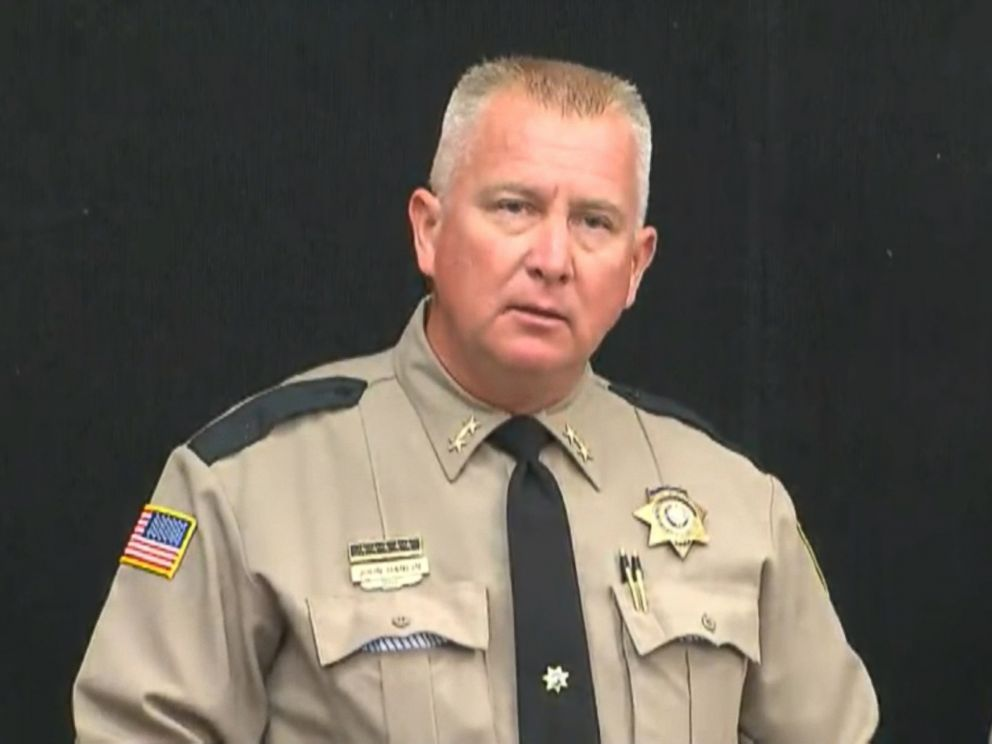 PHOTO: Sheriff John Hanlin speaks at a press conference in Roseburg, Ore., Oct. 2, 2015.