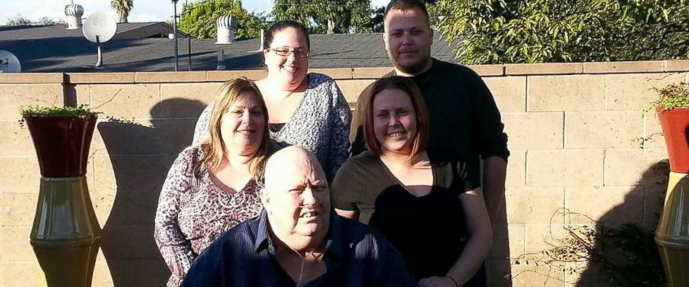PHOTO: An Arizona family is praising an airline pilot for delaying a takeoff in order to allow them to reach their fathers funeral.