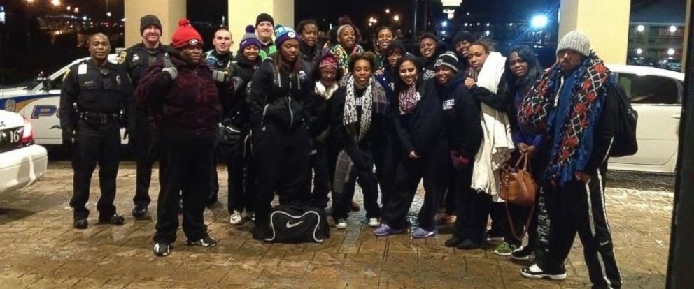 PHOTO: A college basketball team ended up walking 2 miles to their hotel Saturday night when icy road conditions prevented their bus from driving on an Alabama interstate.