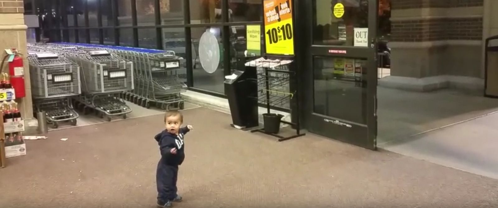 PHOTO: Abraham Vargas posted a video of his 21-month-old son Azraels & Watch Baby Mesmerized by Grocery Store\u0027s Automatic Sliding Doors ... Pezcame.Com