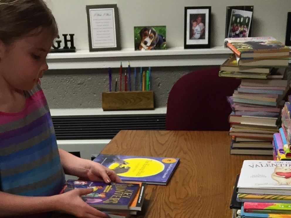 PHOTO:Heidi VanSumeren, 8, received hundreds of donated books after a fire at her Jackson, Michigan, home.