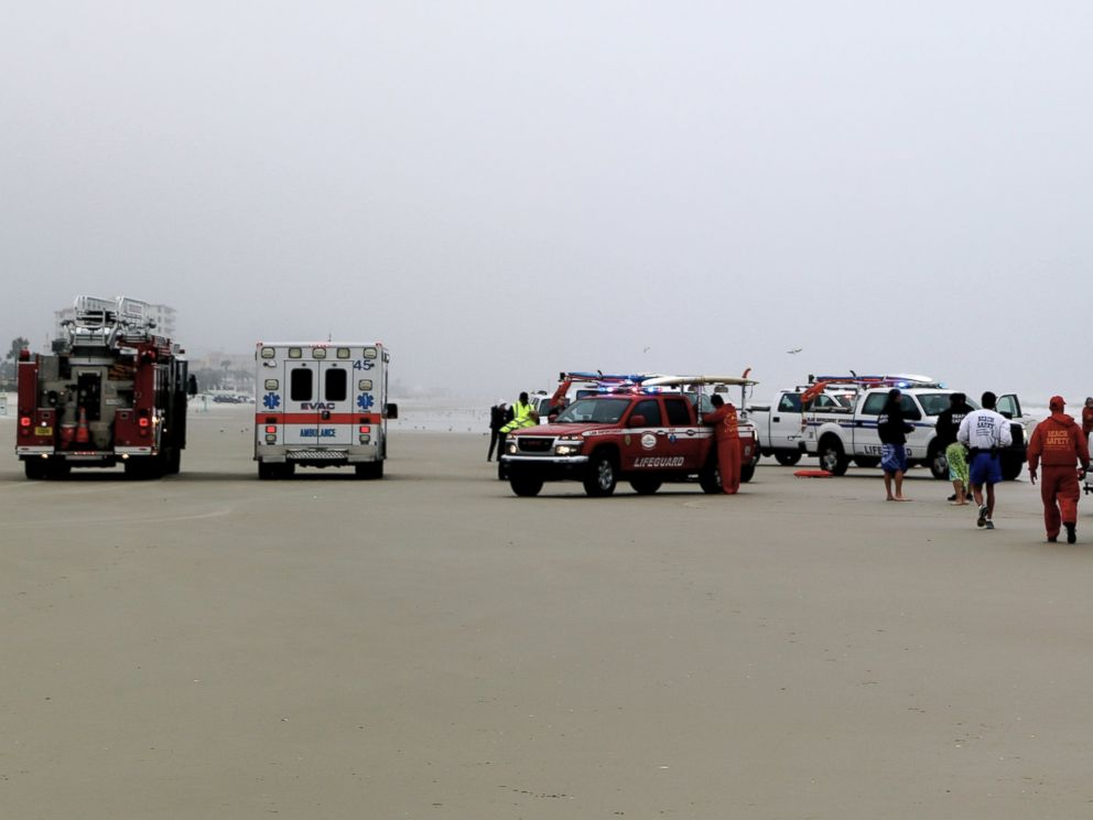 PHOTO: EMS and rescue workers arrive on scene to rescue a family after a mother drives her car in to the ocean, March 5, 2014 in Daytona Beach, Fla.