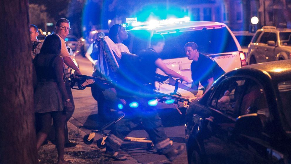 chicago u0026 39 s holiday toll was 82 shootings  14 deaths