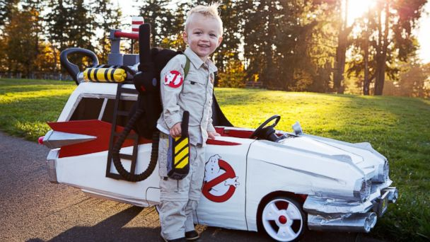 HT cooper halloween costume cars 1sk 131030 16x9 608 Who You Gonna Call If You Need a Ride on Halloween? This Kid