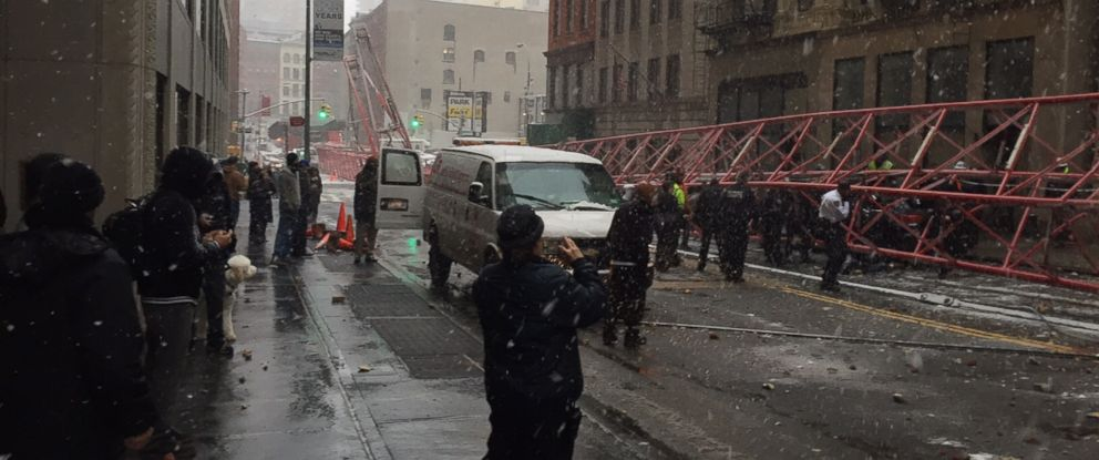 PHOTO:A crane is seen collapsed on West Broadway and Worth Street in New York, Feb. 5, 2016.