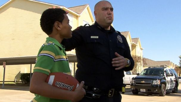 HT dashcam and texas cop jt 140120 16x9 608 Police Officer Stops to Play Catch With Boy Playing Alone