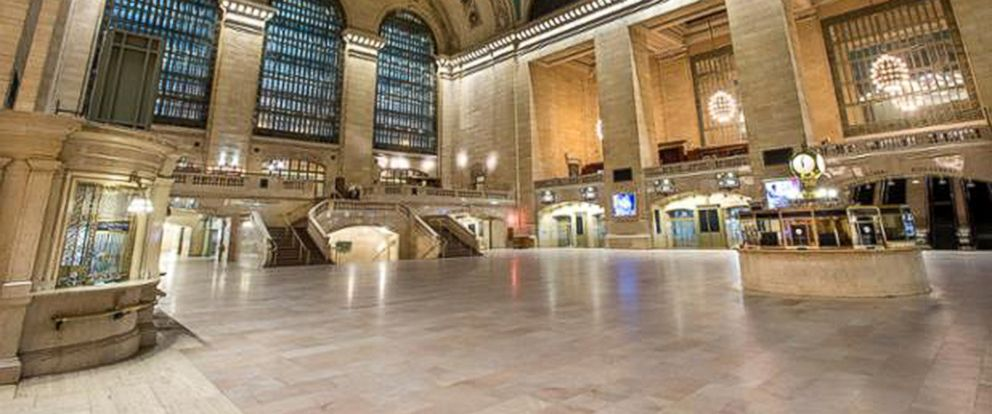 PHOTO: A look at an empty Grand Central Terminal as service has been shut down since Monday night due to snowstorm.