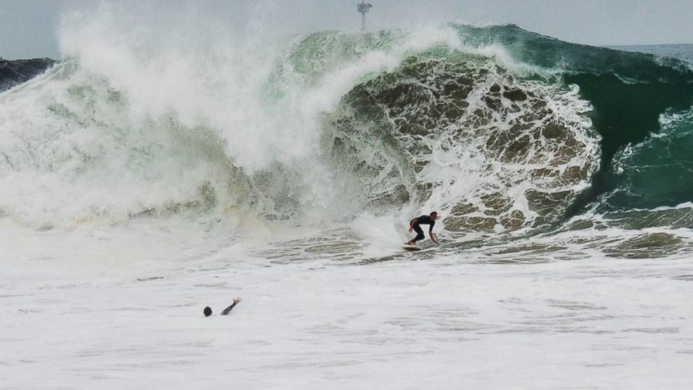 PHOTO: High Surf in Newport Beach, Calif.