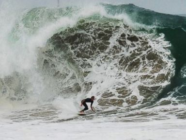 PHOTO: High Surf in Newport Beach, Calif.