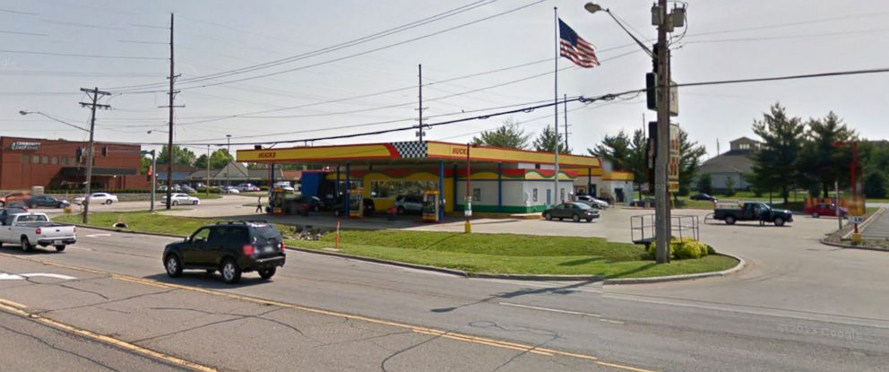 PHOTO: Hucks convenience in Swansea, Ill.