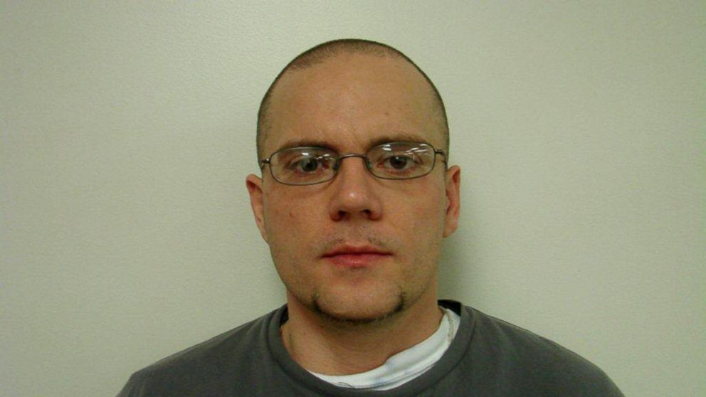 PHOTO: Oconee sheriffs are searching for Jason Mark Carter, a committed murderer, who has escaped from a mental health facility.