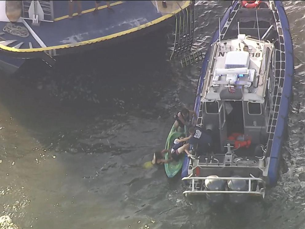 5 injured when ferry hits kayakers on Hudson River