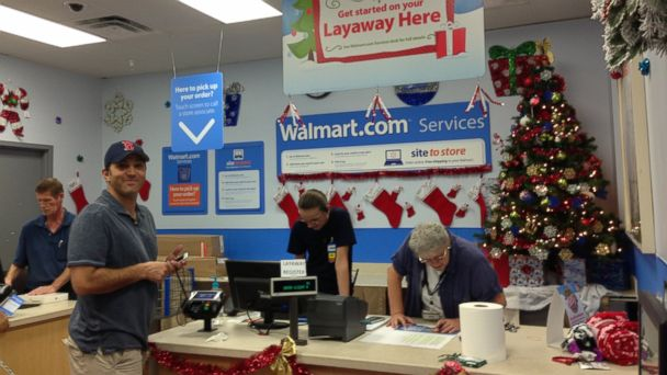 HT layaway angel jtm 131216 16x9 608 Layaway Santa Pays on Total Strangers Accounts at Florida Walmart