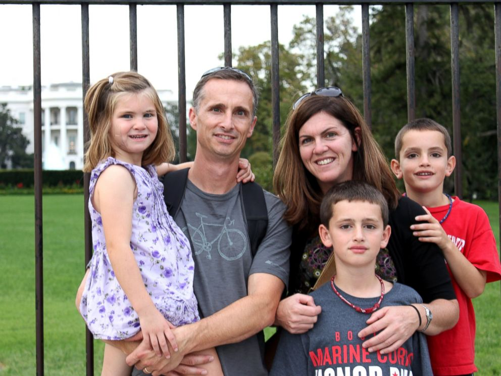 PHOTO: The Richard family poses for a portrait in front of the White House in Washington.