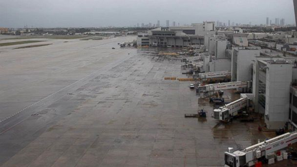 http://a.abcnews.com/images/US/HT_miami_airport_jef_161007_16x9_608.jpg