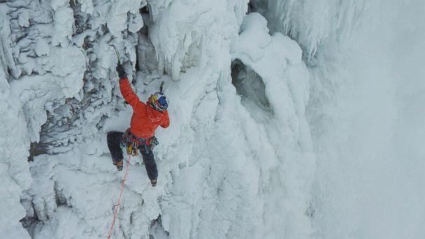 http://a.abcnews.com/images/US/HT_niagara_falls_climber_frozen_ml_150130_16x9_608.jpg