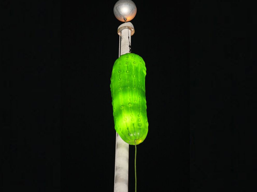 PHOTO: New Years Eve pickle drop in Mt. Olive, N.C.