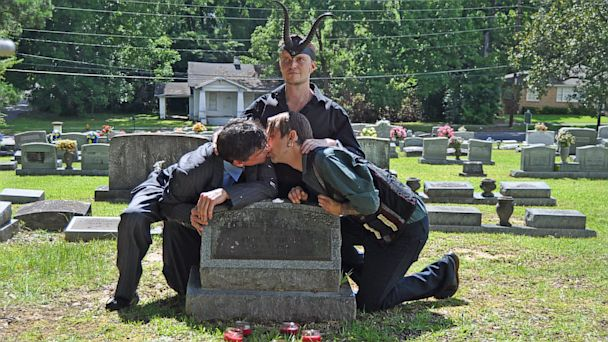 HT satanists perform gay wedding westboro church thg 130718 16x9 608 Satanists Perform Gay Ritual at Westboro Gravesite