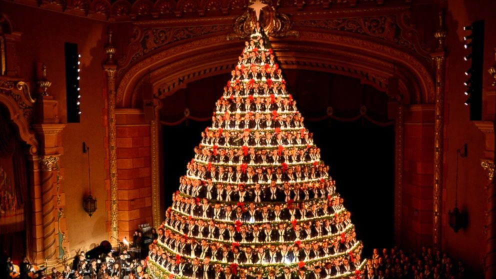 High School Choir Performs as 67-Foot 'Singing Christmas Tree ...