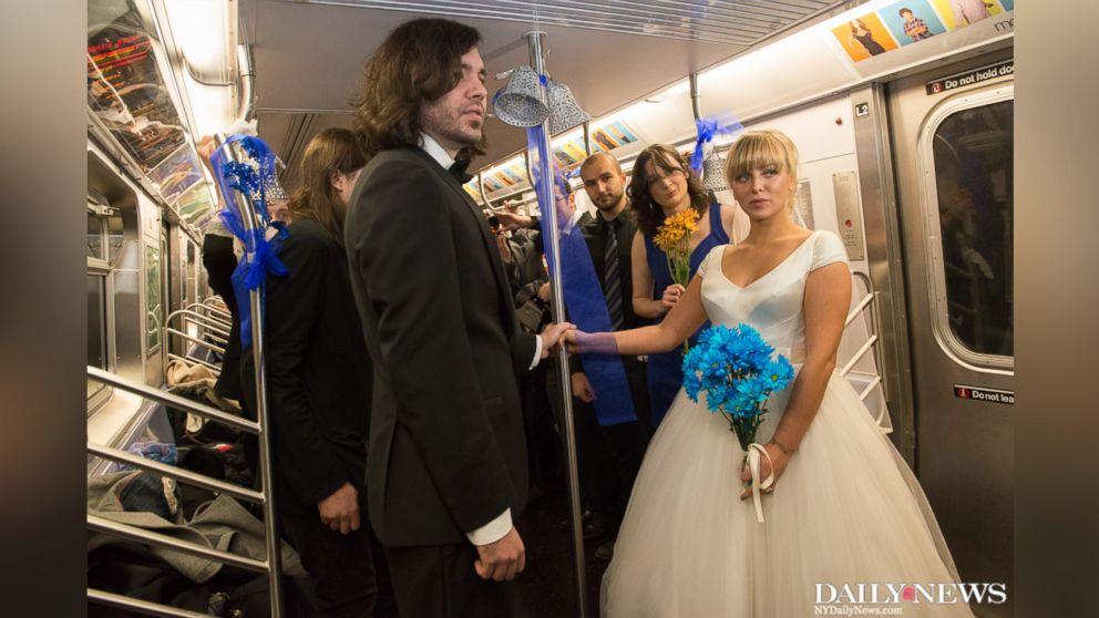 couple ties the knot on nyc subway abc news