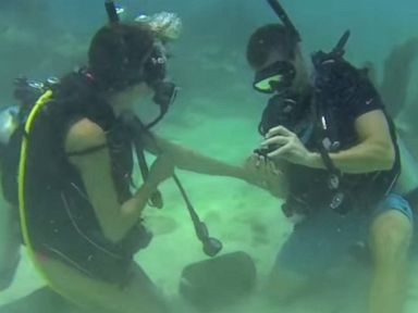 Man Takes His Marriage Proposal Underwater