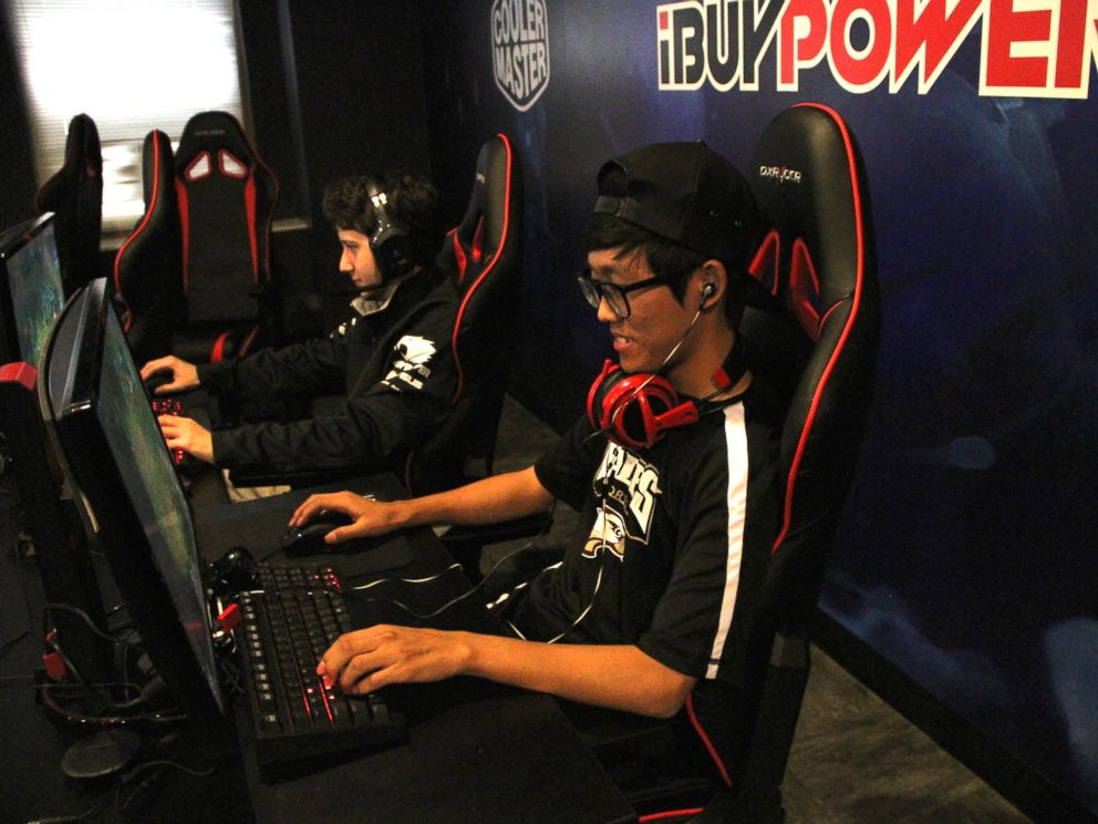 PHOTO: Students on the eSports team at Robert Morris University in Illinois.