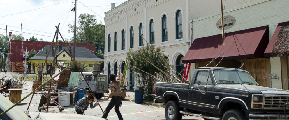 PHOTO: A scene from episode 12 of the third season of The Walking Dead.