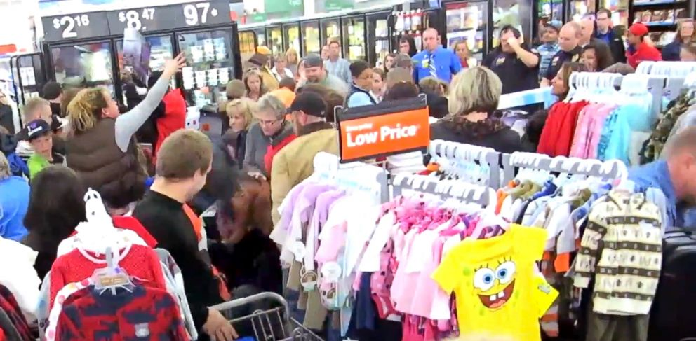 PHOTO: Utter chaos at a Walmart in Elkin, N.C. as shoppers try to get the best deal, Thanksgiving Day in the evening.