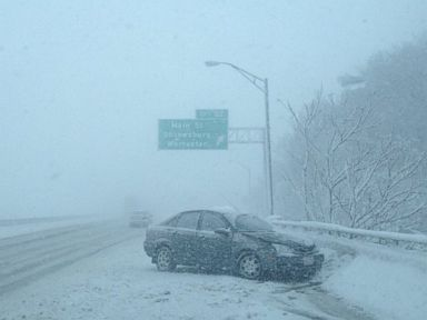 Vesti - Northeast Hit by Snowstorm, More Snow Possible