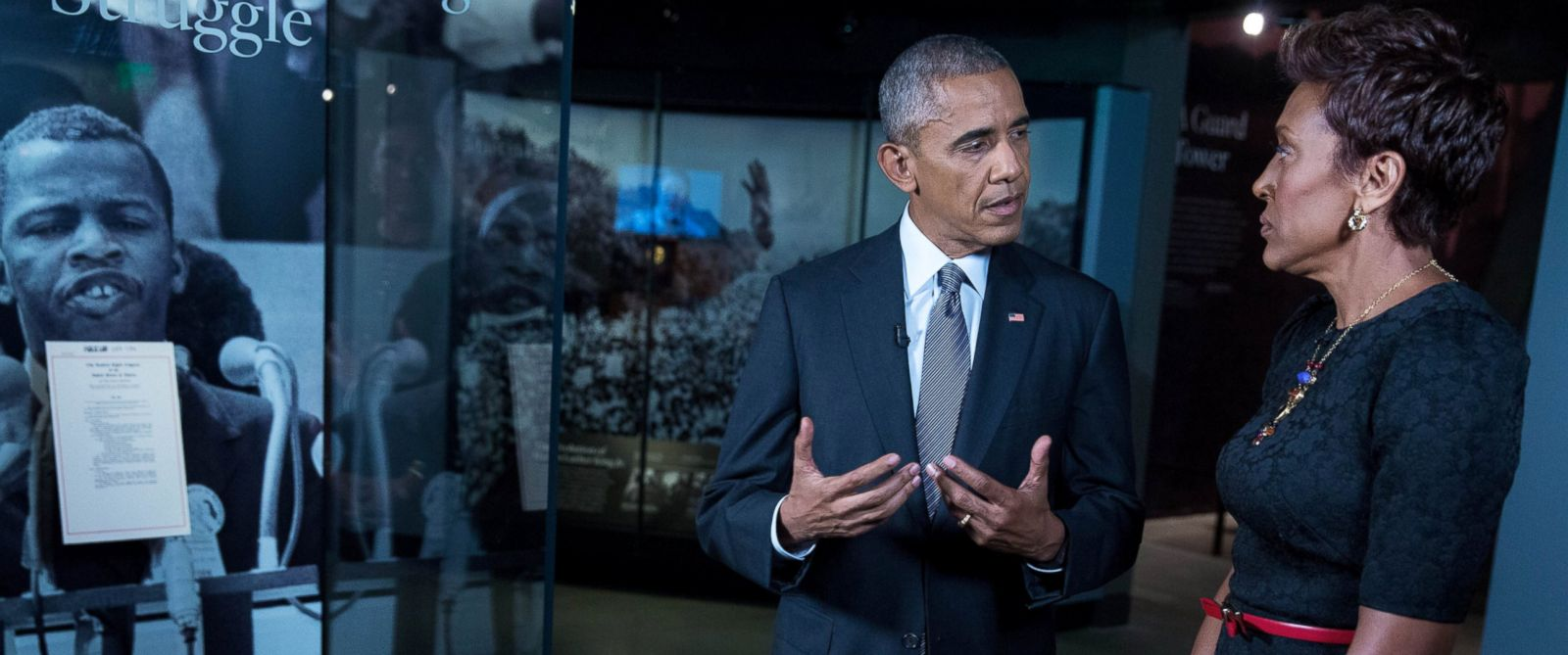 """PHOTO: President Barack Obama talks with """"GMA"""" co-anchor Robin Roberts at the Smithsonian National Museum of African American History and Culture."""