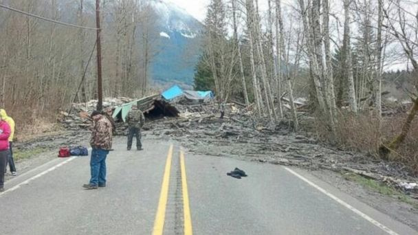 HT wspd7pio house mudslide jt 140322 16x9 608 Mudslide Levels Home, Kills 2 in Washington