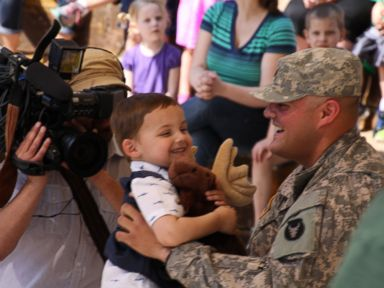 Soldier Surprises Son at Minnesota Zoo
