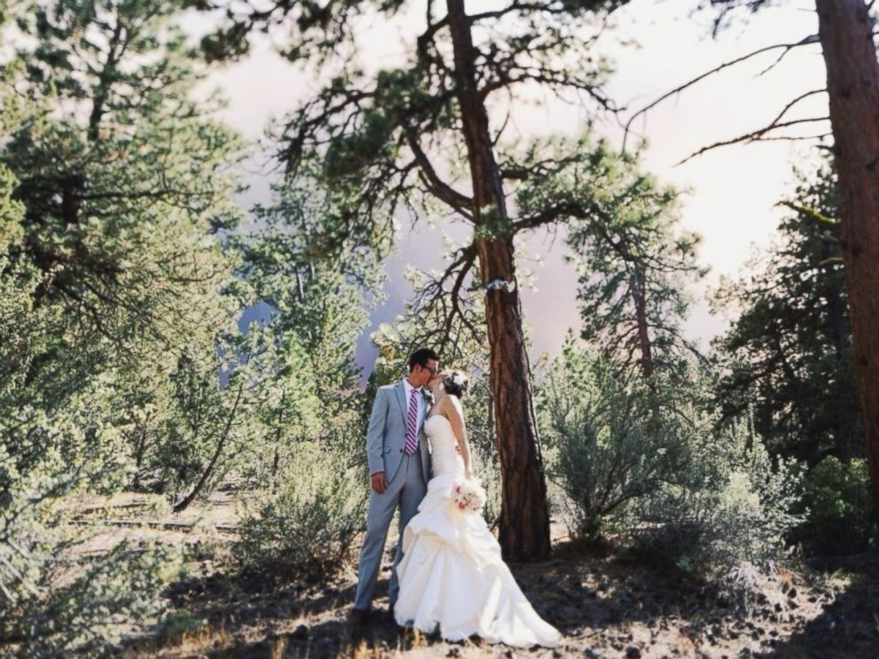 PHOTO: Michael Wolber and April Hartley pose for their wedding photos as a wildfire burns in Bend, Oregon, June 7, 2014.