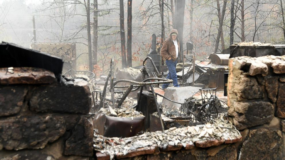 http://a.abcnews.com/images/US/RD-Tennessee-Wildfires-MEM-161202_16x9_992.jpg
