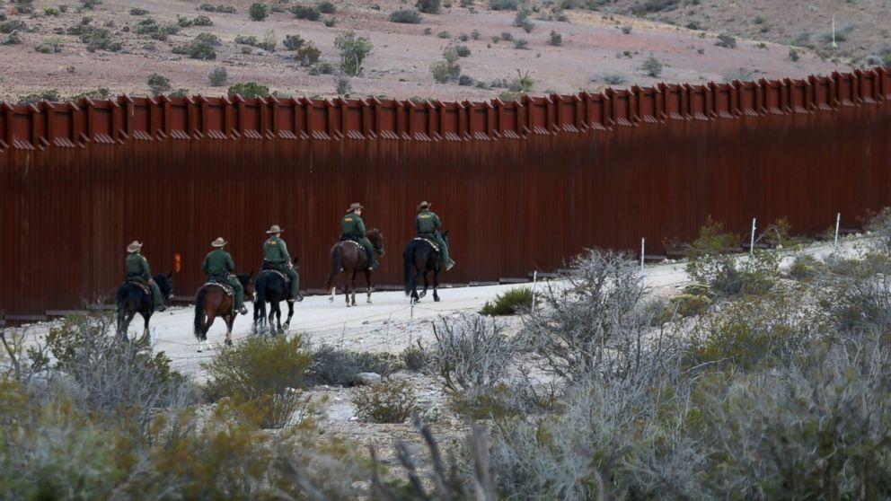 http://a.abcnews.com/images/US/RT-Mexico-US-Border-MEM-170123_16x9_992.jpg