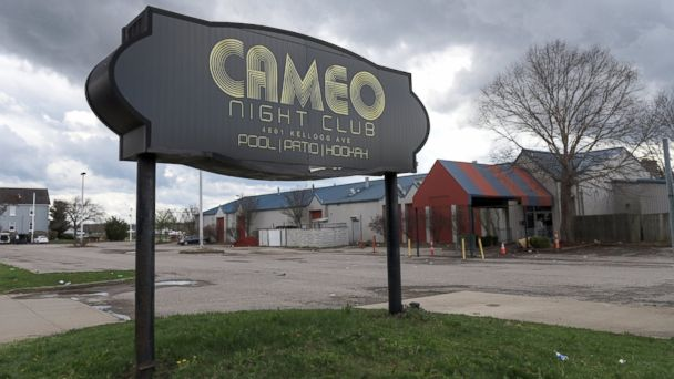 PHOTO: The parking lot of Cameo Nightlife club remains empty after police removed barrier tape from the scene of a mass shooting in Cincinnati, March 26, 2017.