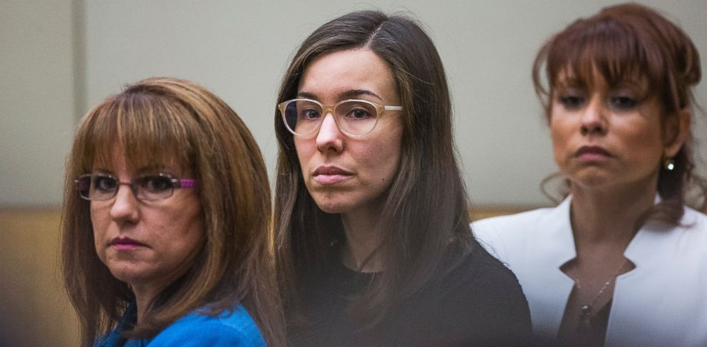 PHOTO: Jodi Arias, center, watches the jury enter the courtroom for her sentencing phase retrial in Phoenix, March 5, 2015.