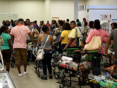PHOTO: Jamaicans flock to the supermarkets to take care of last minute shopping pending the arrival of Hurricane Matthew in Kingston, Jamaica, Sept. 30, 2016.