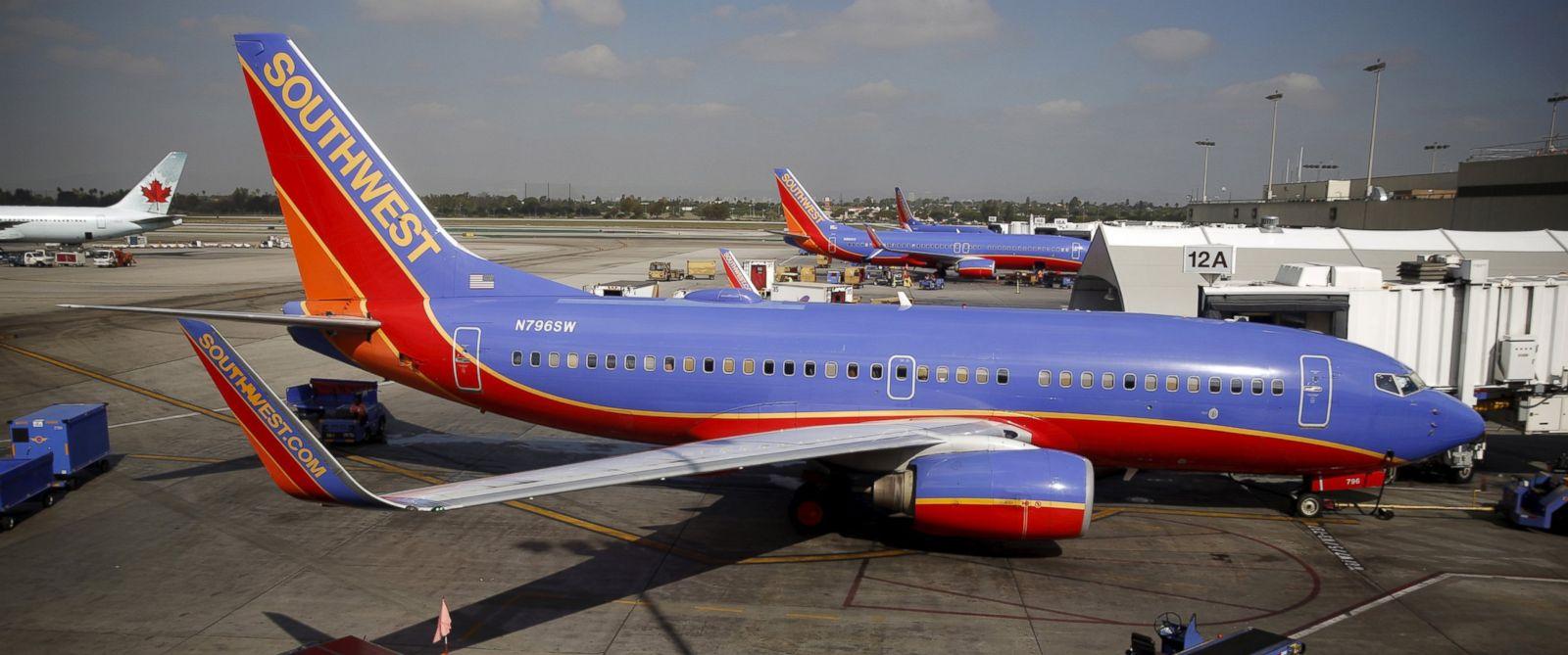 Https Abcnews Go Com Us Flight Diverted Suspicious Behavior Southwest Airlines Passengers Story Id 35356214