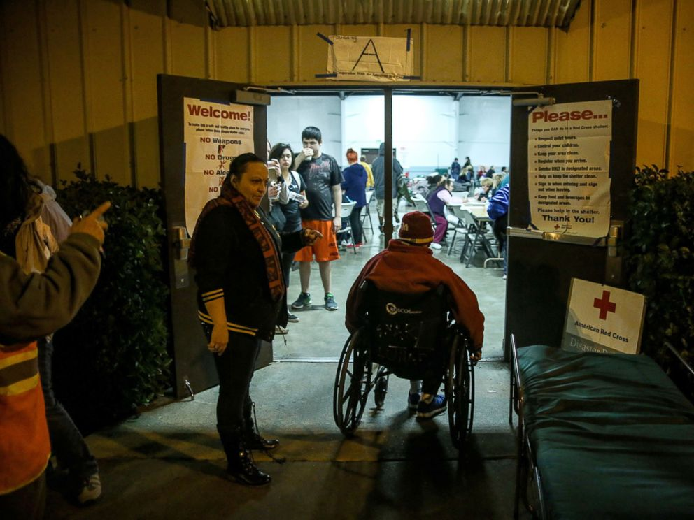 PHOTO: Evacuees at the Neighborhood Church after the Oroville Dam spillway prompted emergency evacuations of up to 180,000 people in Chico, California.