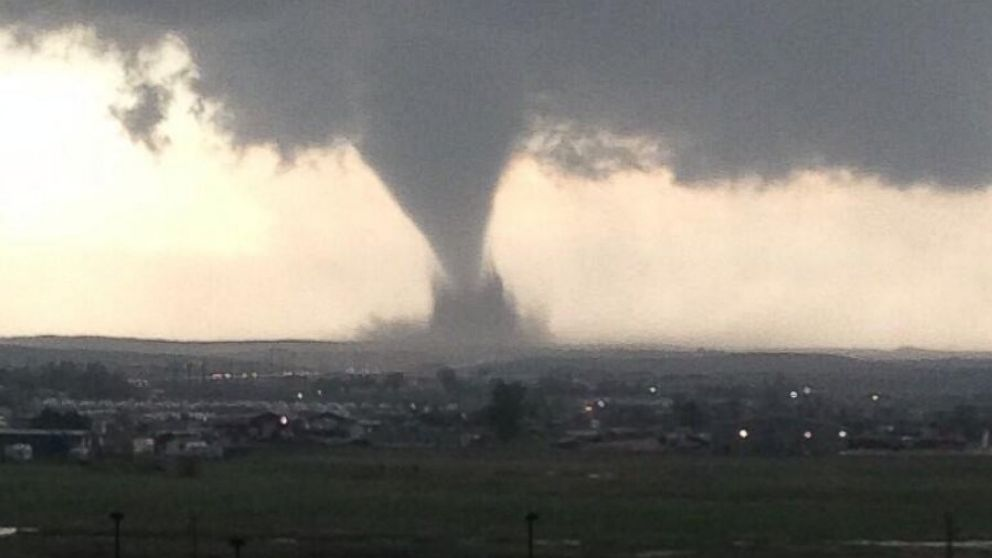 PHOTO: A tornado touches down near Watford City, North Dakota, May 26, 2014.