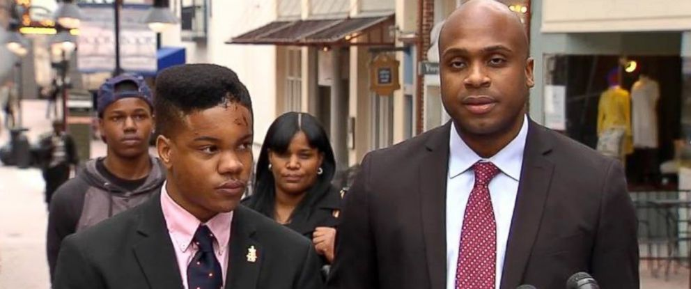 PHOTO: Martese Johnson, left, holds a press conference to discuss his recent arrest that left him bruised and bloodied, March 19, 2015.