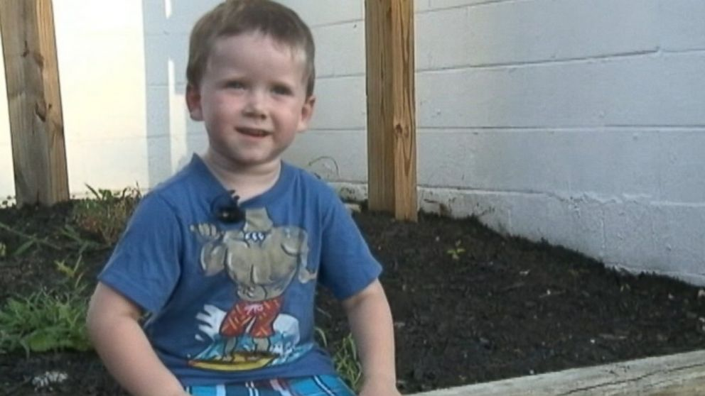 PHOTO: A quick-acting 3-year-old toddler saved an elderly man who was stuck in a hot car.