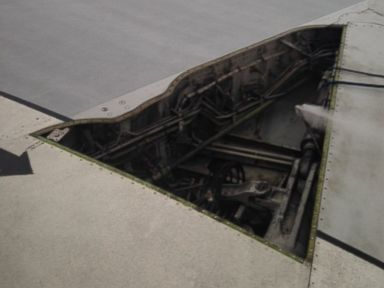 Delta Plane Loses Part of Its Wing