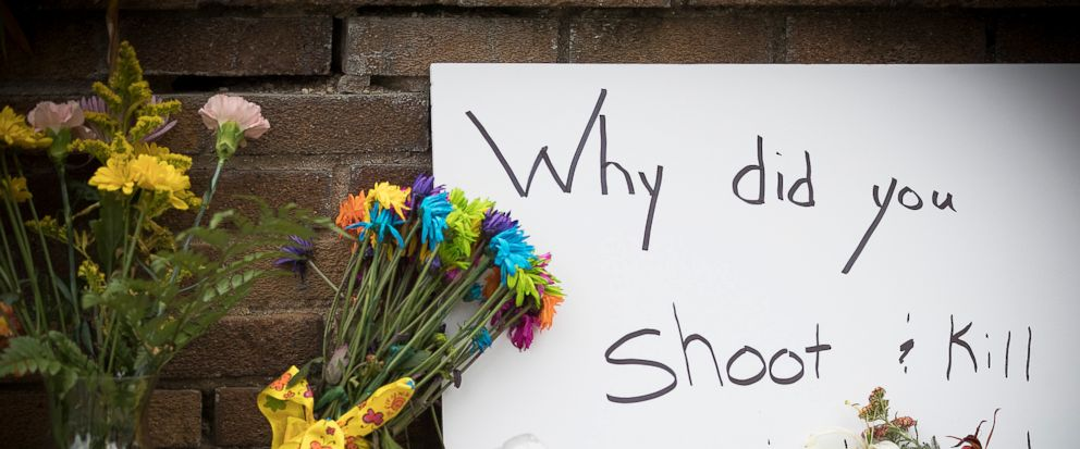 A makeshift memorial is left at the scene where a Minneapolis police officer shot and killed Justine Damond, Monday, July 17, 2017 in Minneapolis, Minn. The Bureau of Criminal Apprehension released a statement Sunday saying two Minneapolis officers r