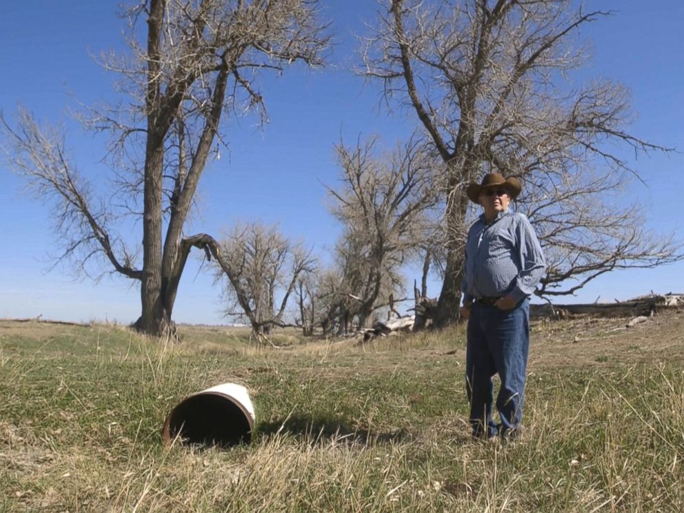 PHOTO: L.J. Turner claims that the local coal mines cut the aquifer that provided water to his land, and now the creek on his property has dried up.